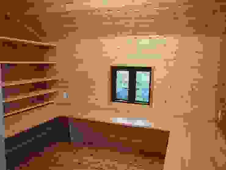 深い軒の家 オリジナルデザインの 書斎 の 志賀建築設計室 オリジナル