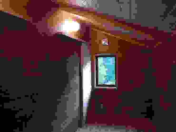 深い軒の家 オリジナルデザインの 多目的室 の 志賀建築設計室 オリジナル