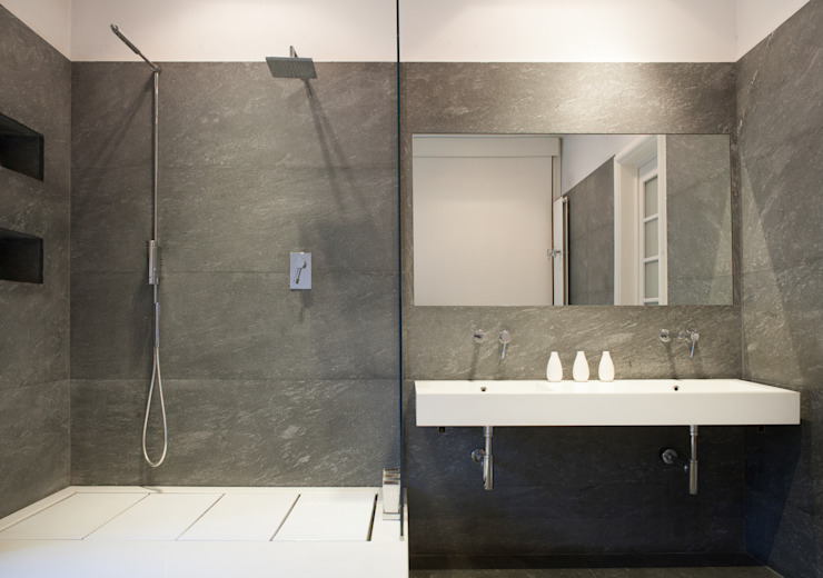 Minimalist style bathrooms by 3C+M architettura Minimalist