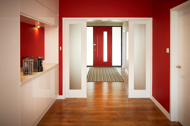 Corridor & hallway by LA Hally Architect,