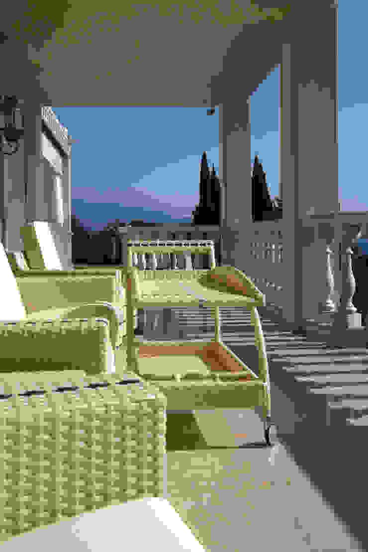 Klasyczny balkon, taras i weranda od Paghera Klasyczny