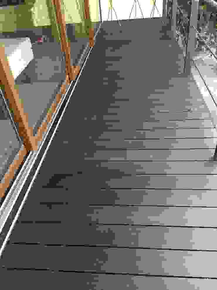Bosques de las Lomas Balcones y terrazas modernos de Shimada Flooring Moderno