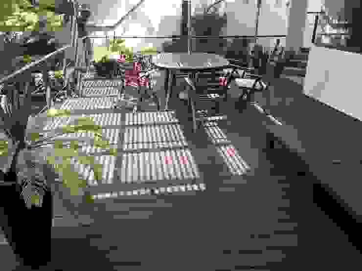 Balcones y terrazas de estilo moderno de Shimada Flooring Moderno