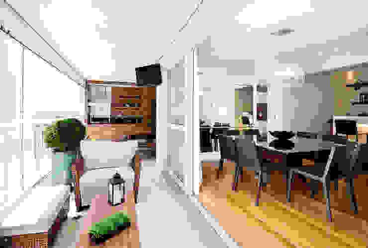 Terraço integrado ao Living/ Sala de Jantar Varandas, alpendres e terraços modernos por Cavalcante Ferraz Arquitetura / Design Moderno