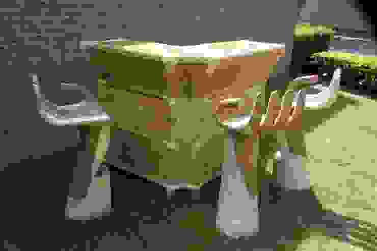 Bartafel met handvormige barkrukken van Bamboe design Tropisch