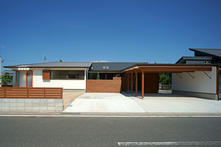 Eclectic style houses by 株式会社プラスディー設計室 Eclectic