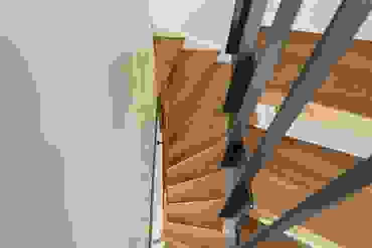 Beat Nievergelt GmbH Architekt Classic style corridor, hallway and stairs