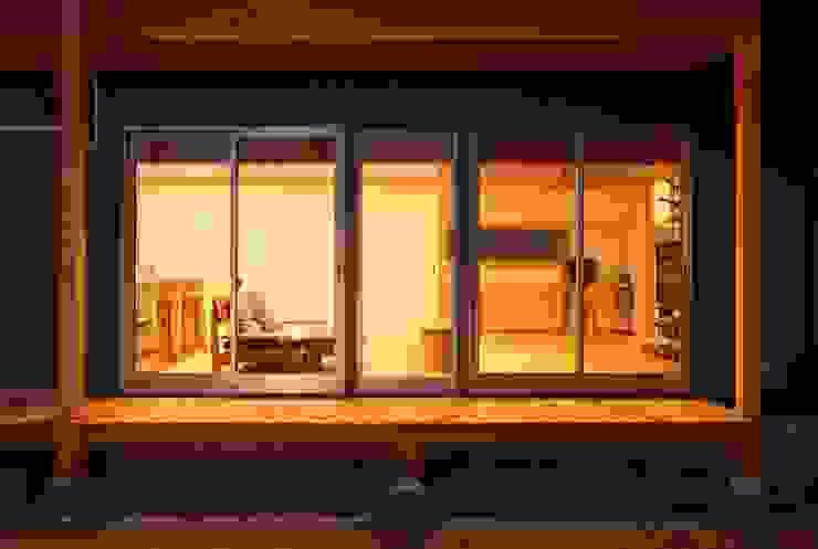 濡縁 和風デザインの テラス の 三宅和彦/ミヤケ設計事務所 和風
