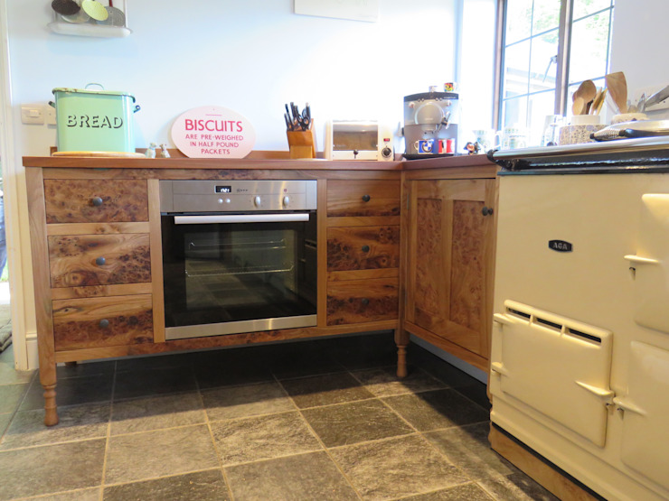 The ecllectic kitchen Auspicious Furniture Dapur Gaya Country