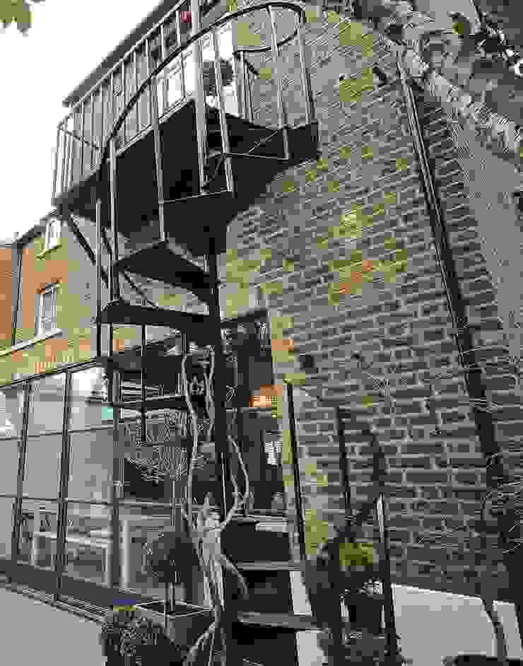 Full House Renovation with Crittall Extension, London HollandGreen Industrial style balcony, veranda & terrace
