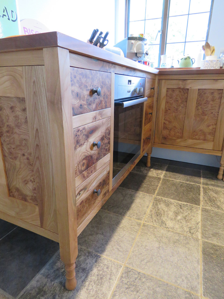 The ecllectic kitchen Auspicious Furniture Rustic style kitchen