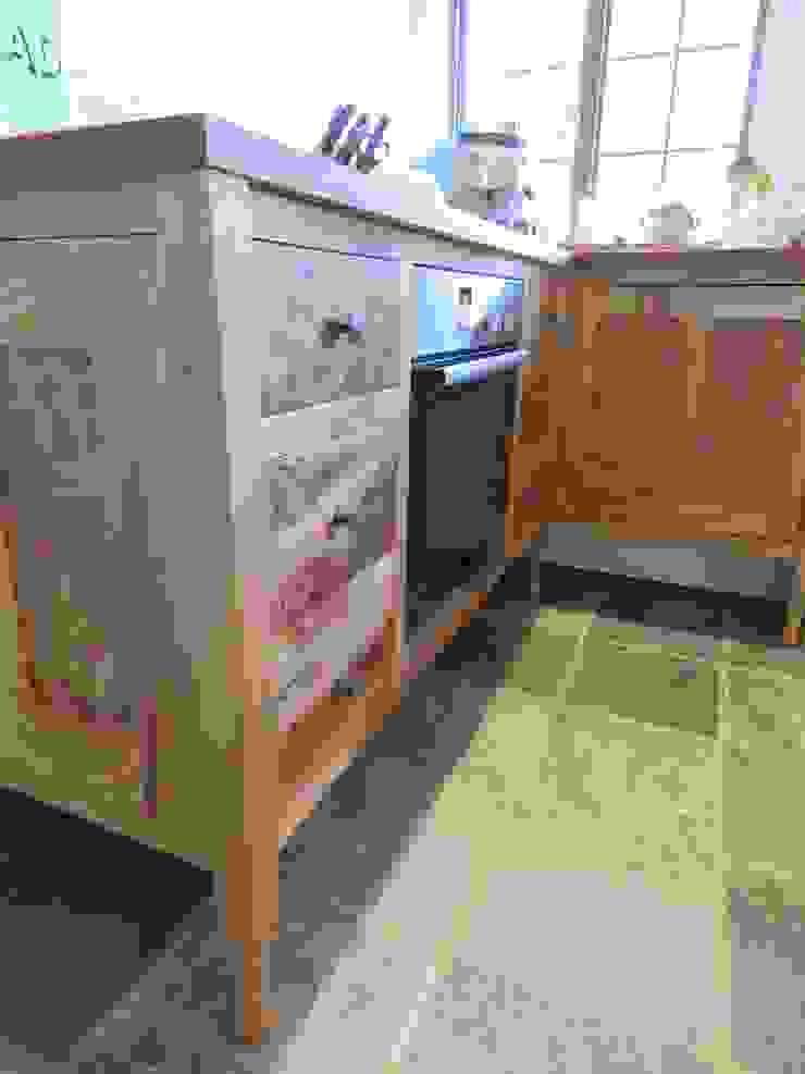The ecllectic kitchen Auspicious Furniture Dapur Gaya Rustic