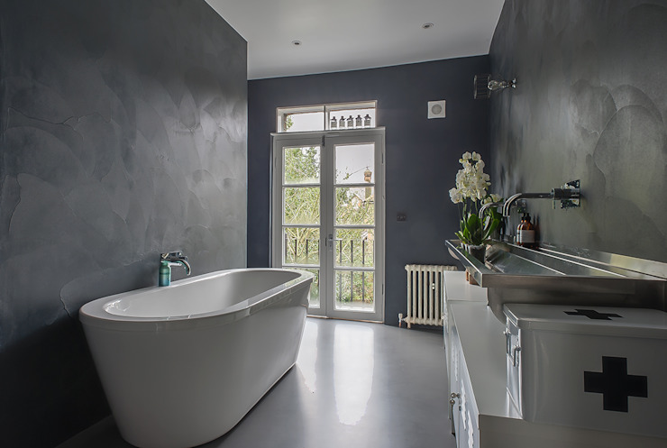 Full House Renovation with Crittall Extension, London HollandGreen Bagno moderno