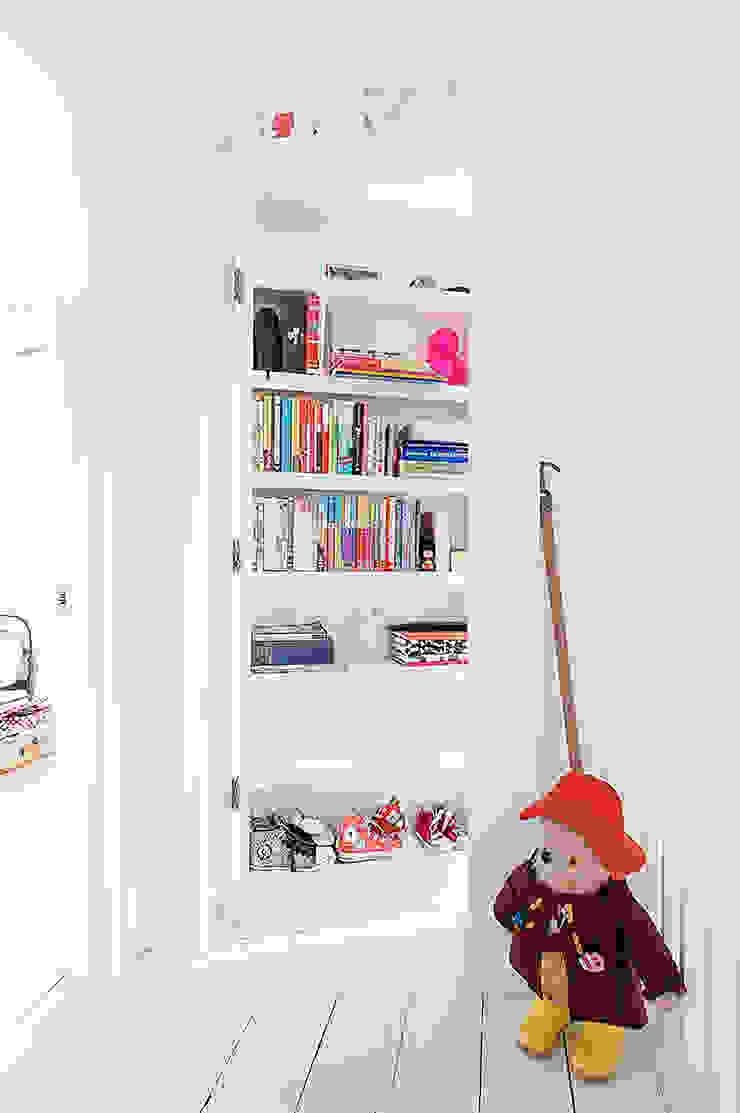 Full House Renovation with Crittall Extension, London Dormitorios infantiles de estilo ecléctico de HollandGreen Ecléctico