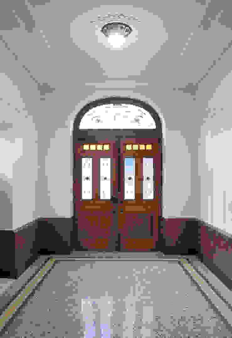 3C+M architettura Classic style corridor, hallway and stairs