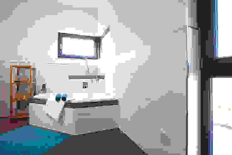 Salle de bains de style  par FingerHaus GmbH - Bauunternehmen in Frankenberg (Eder)