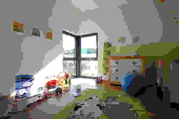 Chambre bébé de style  par FingerHaus GmbH - Bauunternehmen in Frankenberg (Eder)