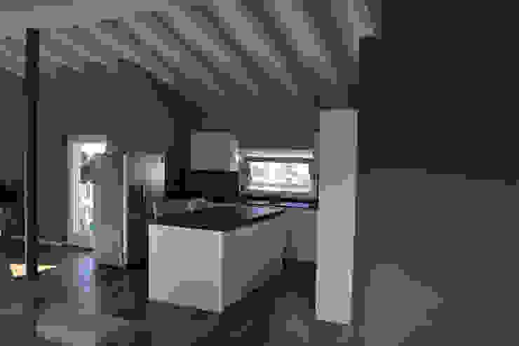 Residenza CD Cucina moderna di Studio Architettura Tre A Moderno