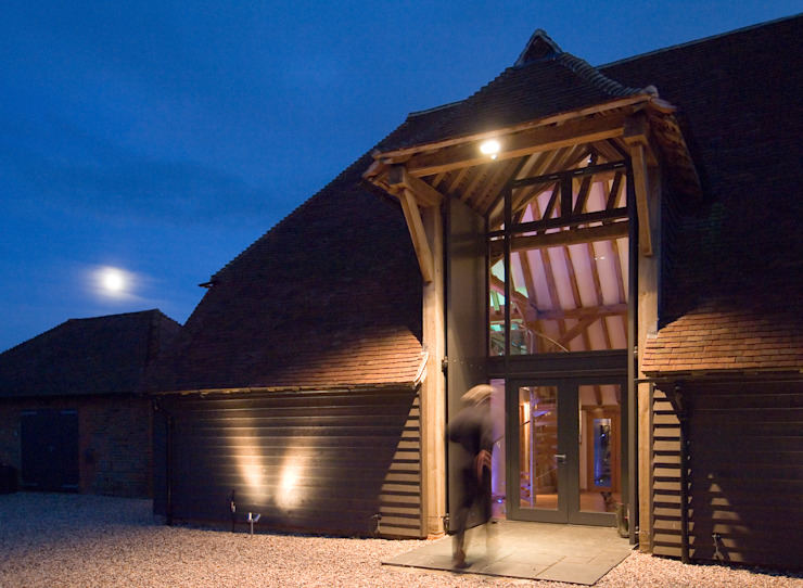 Denne Manor Barn Classic style houses by Lee Evans Partnership Classic