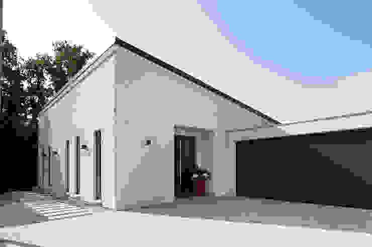 Projekty,  Dom prefabrykowany zaprojektowane przez FingerHaus GmbH - Bauunternehmen in Frankenberg (Eder), Nowoczesny