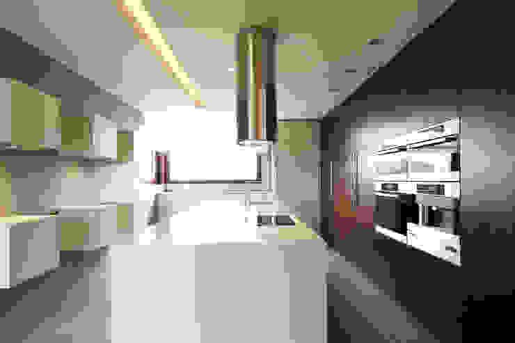 Dom jednorodzinny w Chybach Studio Nomo Nowoczesna kuchnia