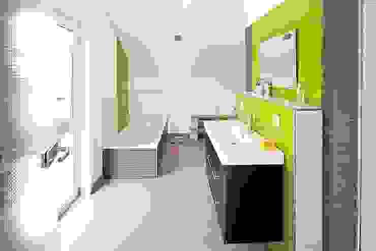 Frei geplantes Kundenhaus - Badezimmer Moderne Badezimmer von FingerHaus GmbH - Bauunternehmen in Frankenberg (Eder) Modern