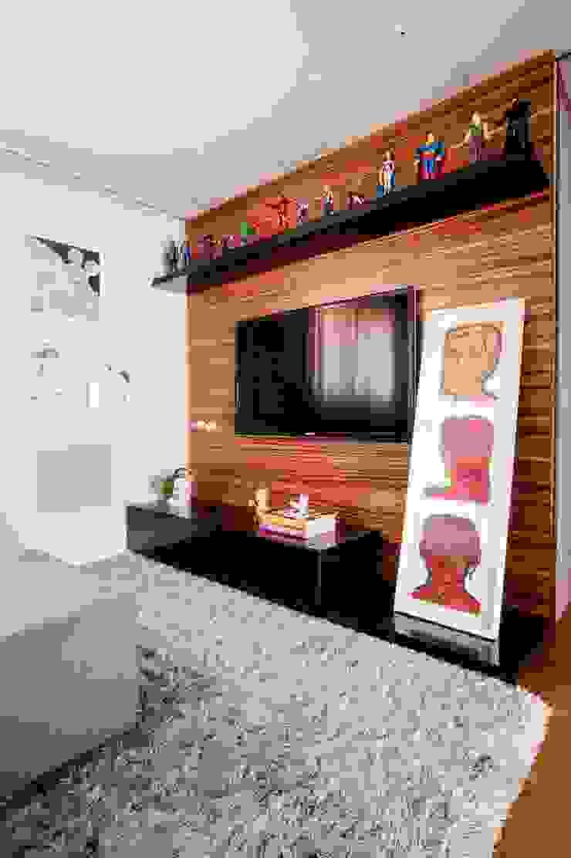 Moderner Multimedia-Raum von Casa 2 Arquitetos Modern