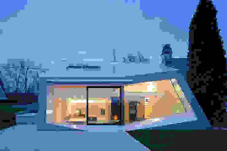 Eklektyczne domy od MARCH GUT industrial design OG Eklektyczny