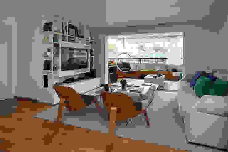 Soggiorno moderno di Casa 2 Arquitetos Moderno