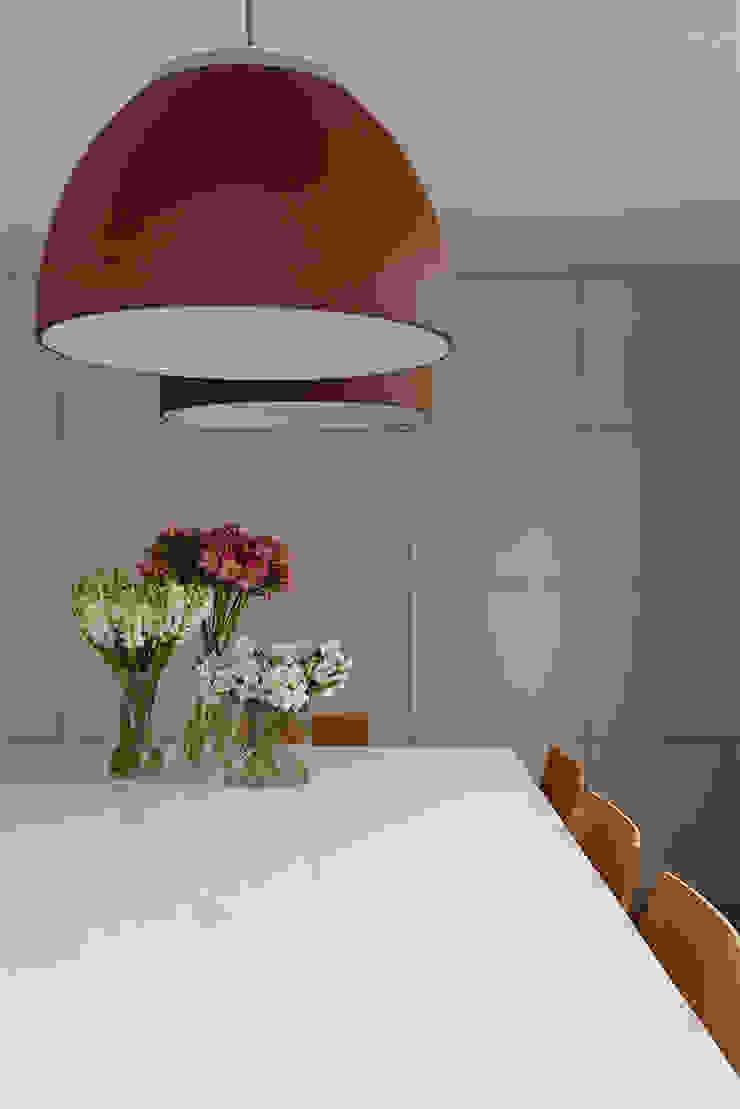 Living Salas de estar modernas por Casa 2 Arquitetos Moderno