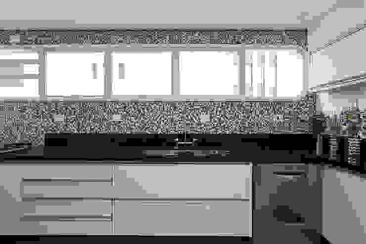 Cozinha Cozinhas modernas por Casa 2 Arquitetos Moderno