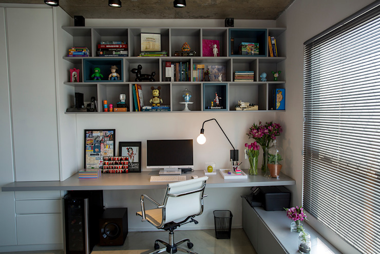 Modern style study/office by Casa 2 Arquitetos Modern