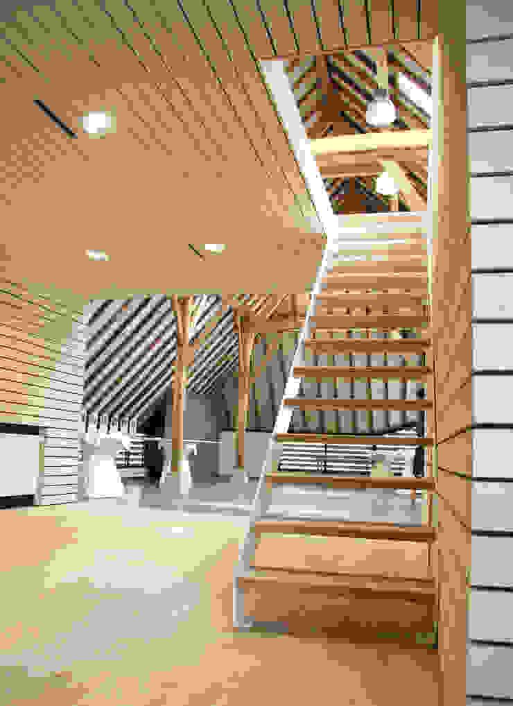 モダンスタイルの 玄関&廊下&階段 の Arend Groenewegen Architect BNA モダン