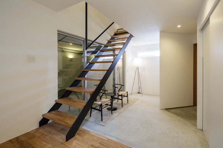 Modern Corridor, Hallway and Staircase by NEWTRAL DESIGN Modern