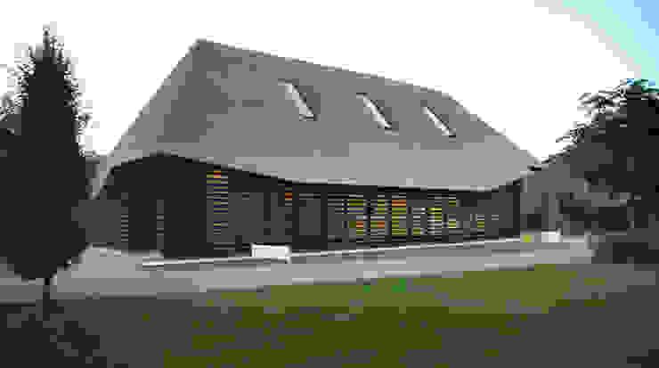モダンな 家 の Arend Groenewegen Architect BNA モダン