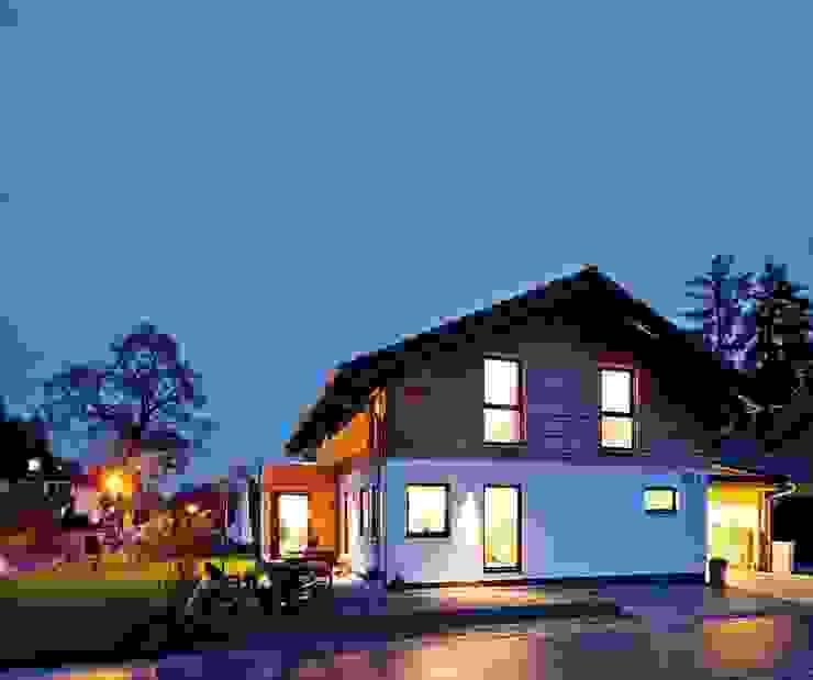 Загородные дома в . Автор – FingerHaus GmbH - Bauunternehmen in Frankenberg (Eder), Кантри