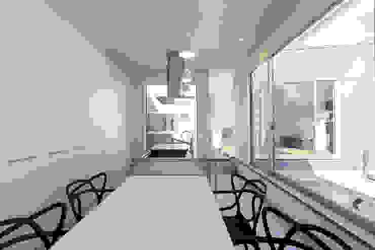 Modern Dining Room by NEWTRAL DESIGN Modern
