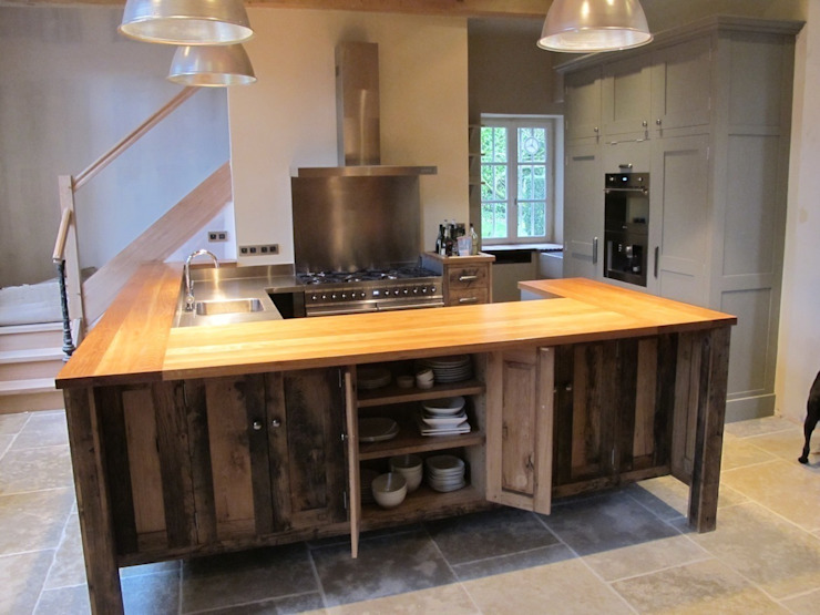 Chateau L'angotiere Cuisine originale par Matthews Unique Kitchens Éclectique