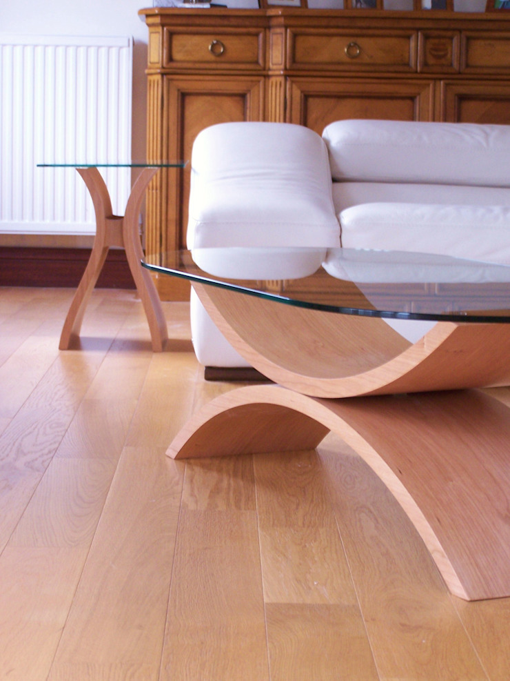 Reflections coffee table in cherry with Marco side table Salon minimaliste par ChippDesigns Minimaliste