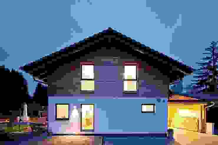 Загородные дома в . Автор – FingerHaus GmbH - Bauunternehmen in Frankenberg (Eder)