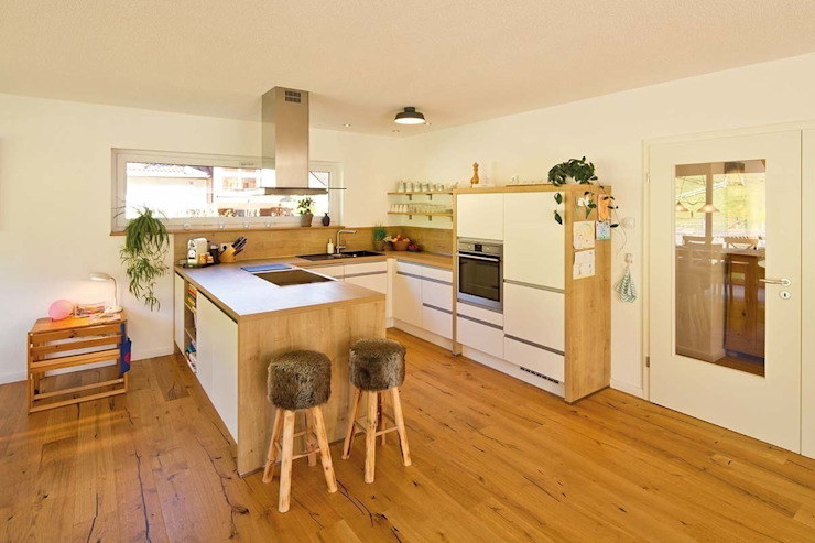 Country style kitchen by FingerHaus GmbH - Bauunternehmen in Frankenberg (Eder) Country