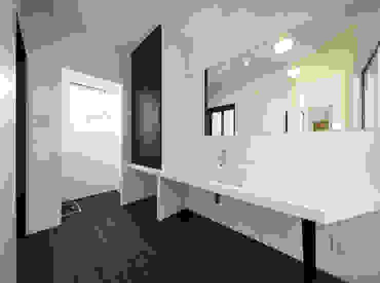 洗面脱衣室 モダンスタイルの お風呂 の NEWTRAL DESIGN モダン