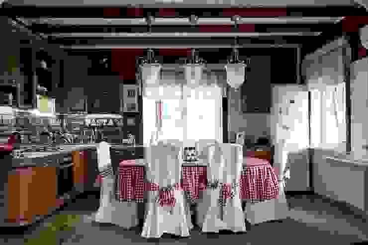 Новый дизайн кухни от Дизайн-студия HOLZLAB Колониальный
