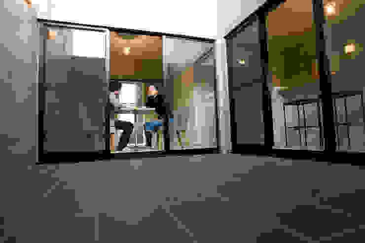 . モダンな 窓&ドア の アトリエ・バウ 1級建築士事務所 モダン