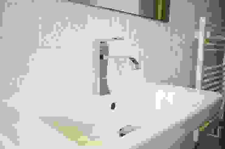 Finishes - Family Bathroom Modern bathroom by iroka Modern