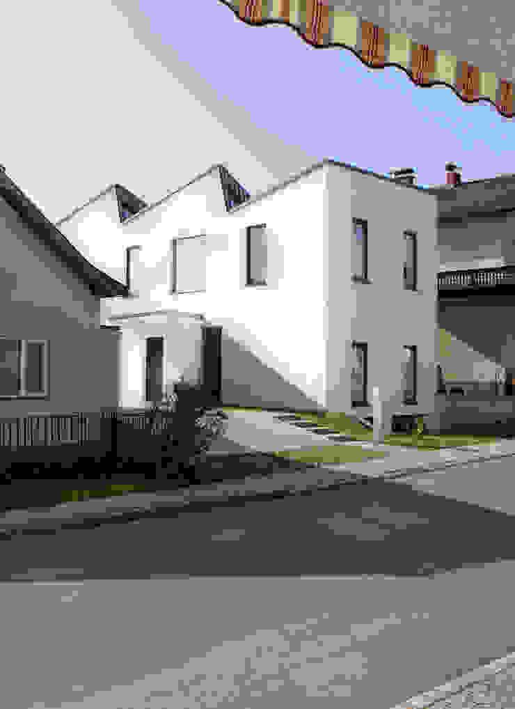 Ansicht Strasse MARTIN MOSTBÖCK Moderne Häuser