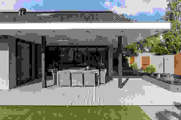Tuin-lounge Moderne balkons, veranda's en terrassen van Medie Interieurarchitectuur Modern