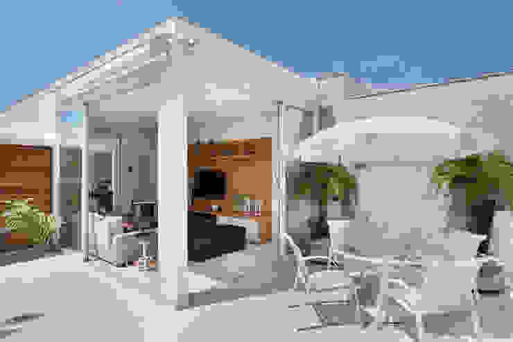 Terrazas de estilo  por Carolina Mendonça Projetos de Arquitetura e Interiores LTDA,