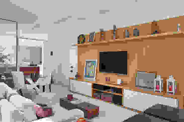 Cobertura Jardim Oceânico Salas de estar modernas por Carolina Mendonça Projetos de Arquitetura e Interiores LTDA Moderno