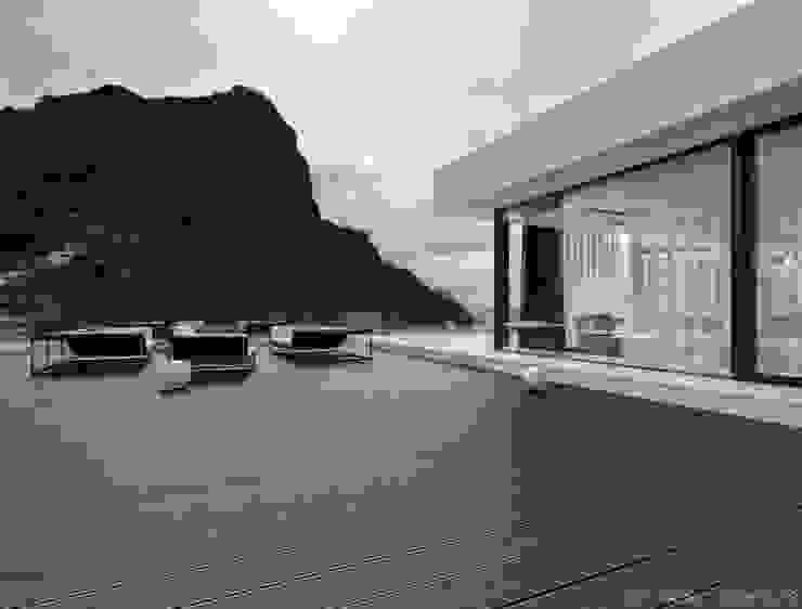 Home 002 Балкон и терраса в стиле минимализм от Aksenova&Gorodkov project Минимализм